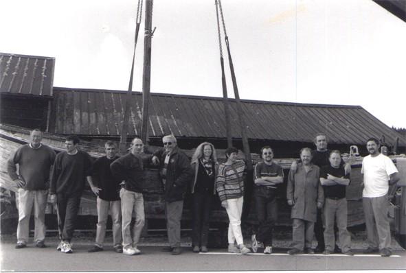 la première équipe pour la remise en état de la baleinière